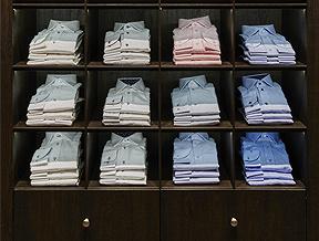 Jak składać koszule, żeby się nie pogniotły? Garść praktycznych porad