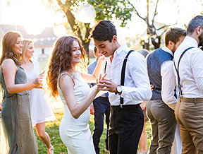 Jak się ubrać na wesele? Kilka propozycji dla modnych mężczyzn