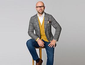 Przewodnik po męskich swetrach – uniwersalne modele dla mężczyzn w każdym wieku
